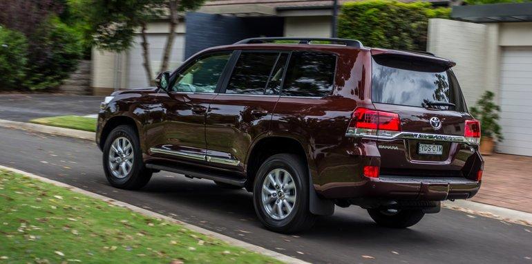 Toyota LandCruiser 200 вид сзади